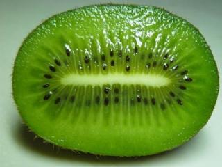 猕猴桃、土豆、草莓等7种食物吃掉脸上斑点
